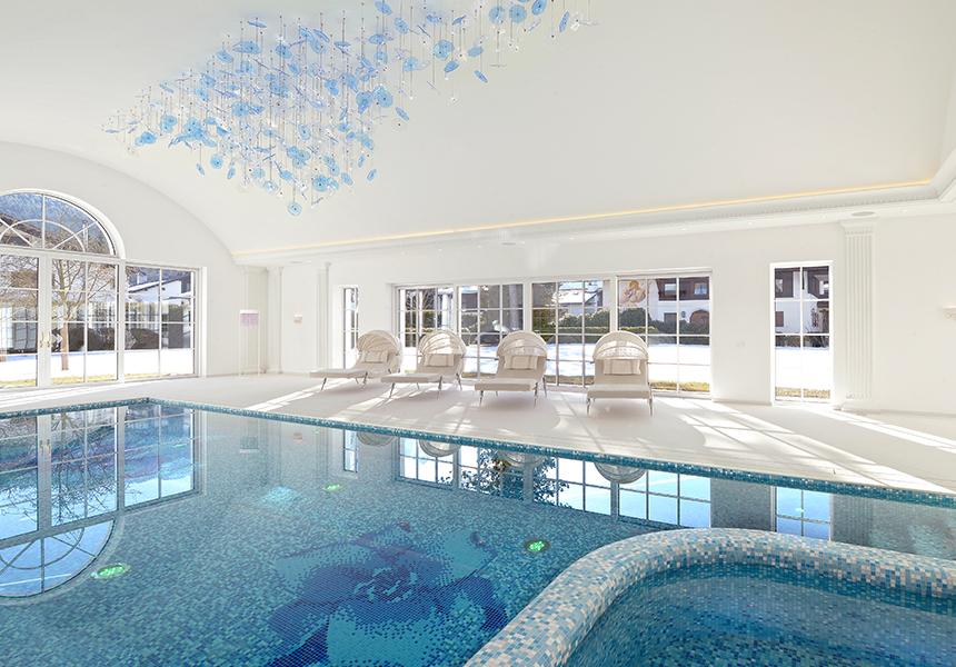 Villa Pool im Keller