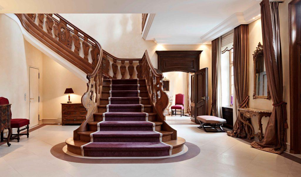 Luxus Villa einrichten Treppenhaus