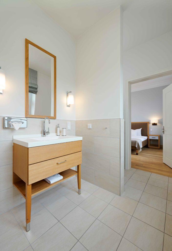Psychosomatische Klinik Kloster Dießen Badezimmer grau
